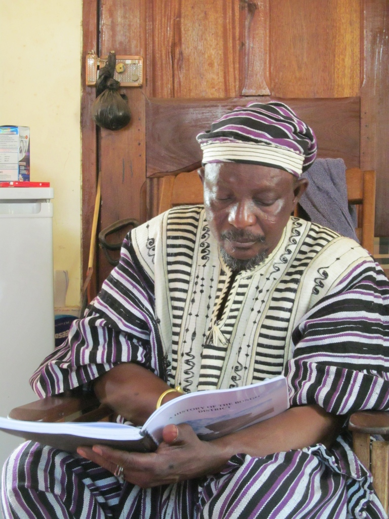 Bonaba reading the Bongo history